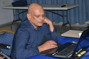 Econoom Anand Biharie op de Kenniskring-lezing (foto: Regilio Derby)